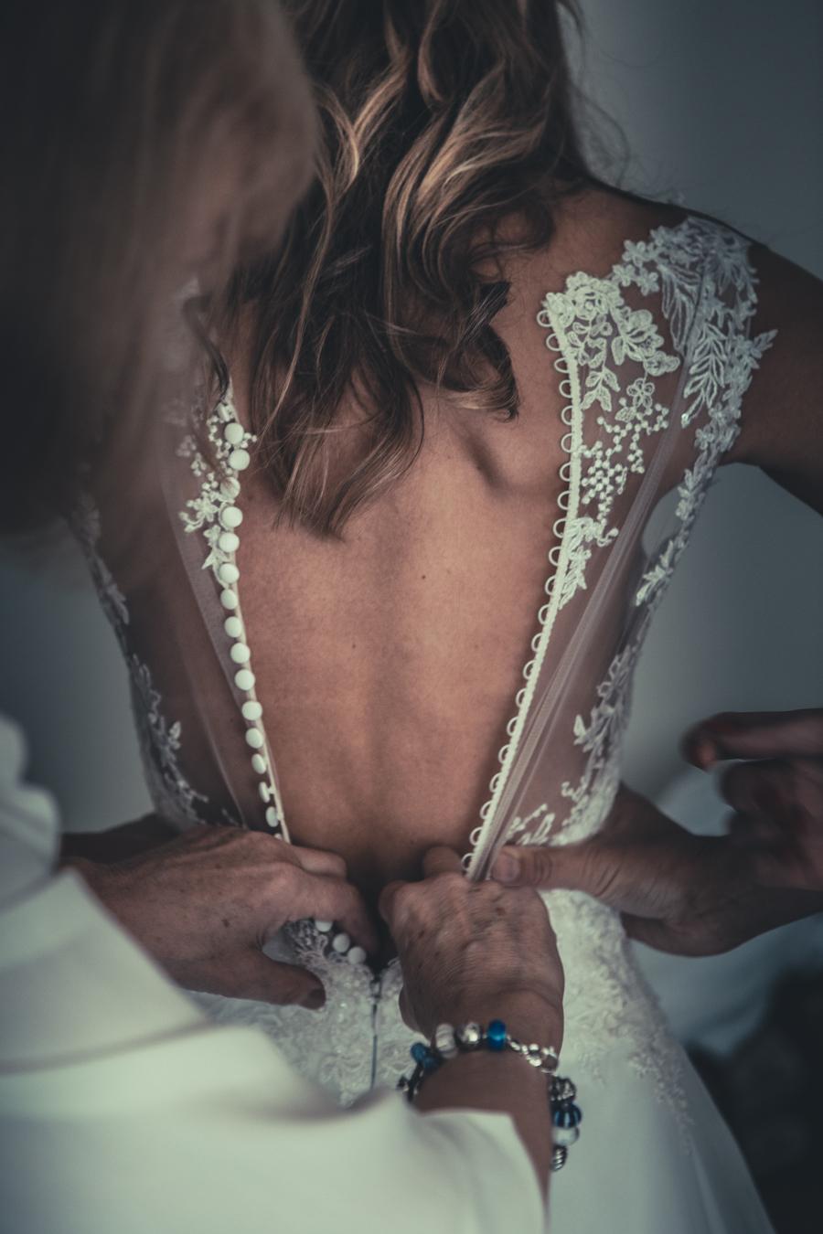 Subtiele bewerking om je ogen naar de jurk te trekken.