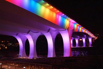 this-minneapolis-bridge-was-lit-up-like-a-rainbow-1-3093-1368629082-16_big.jpg