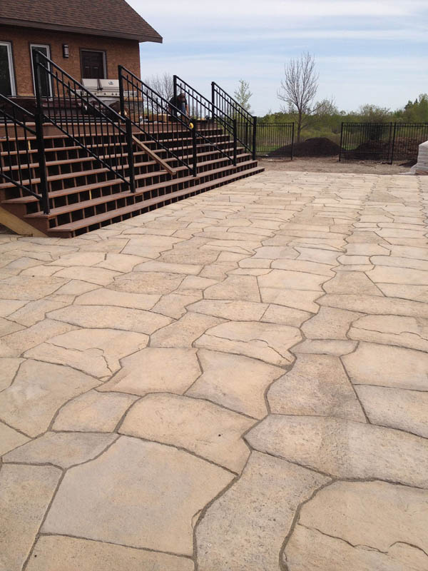Barkman Rosetts Grand Flagstone patio.