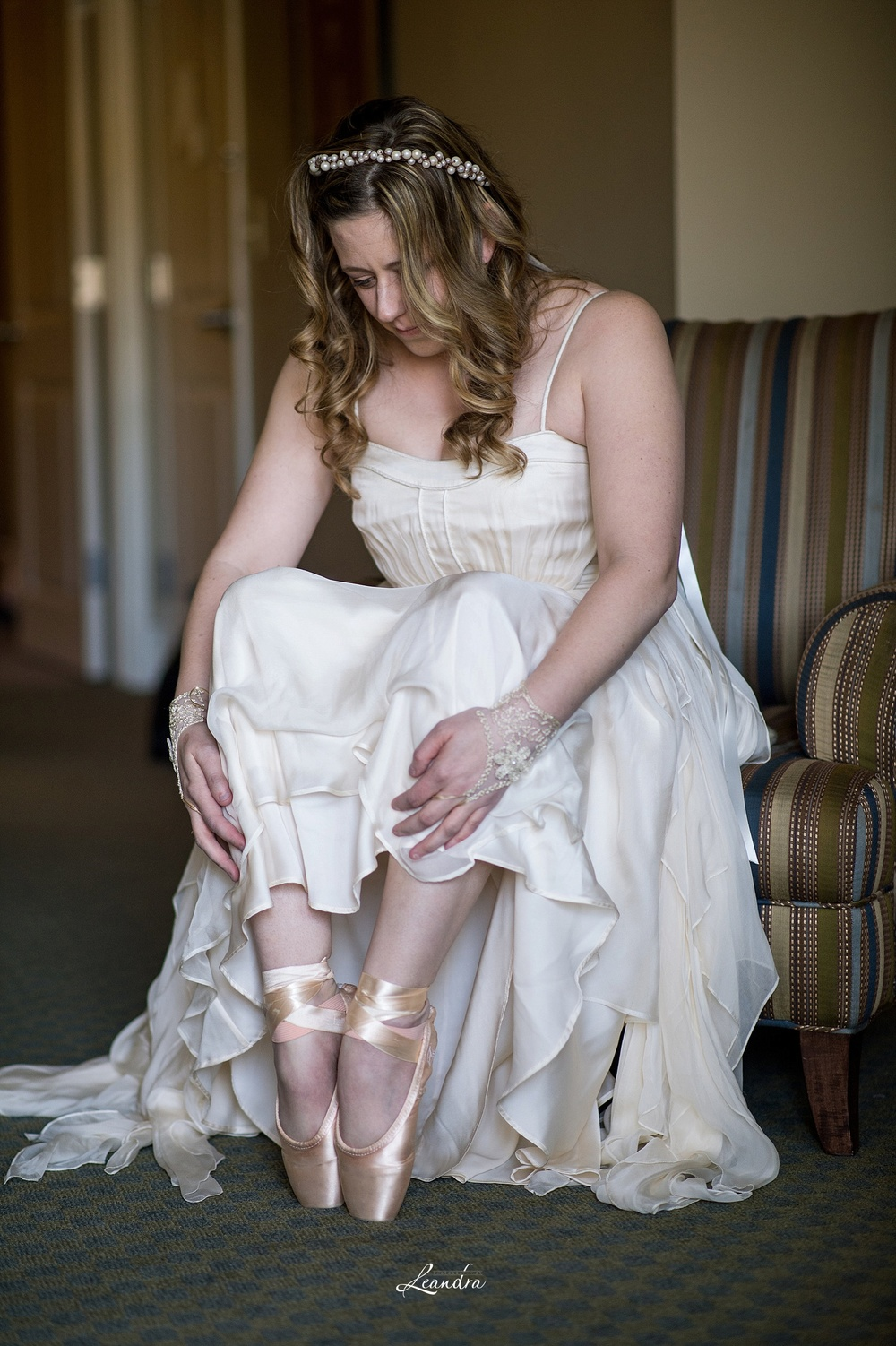 Bride in pointe shoes and gown_0027.jpg