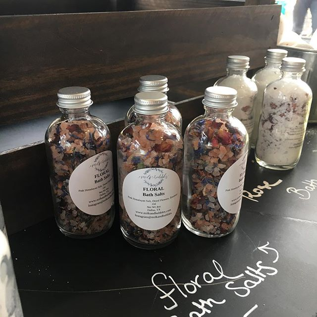 Floral Bath Salts make GREAT secret Santa gifts or little stocking stuffers! #christmas#holidays#giftshopping