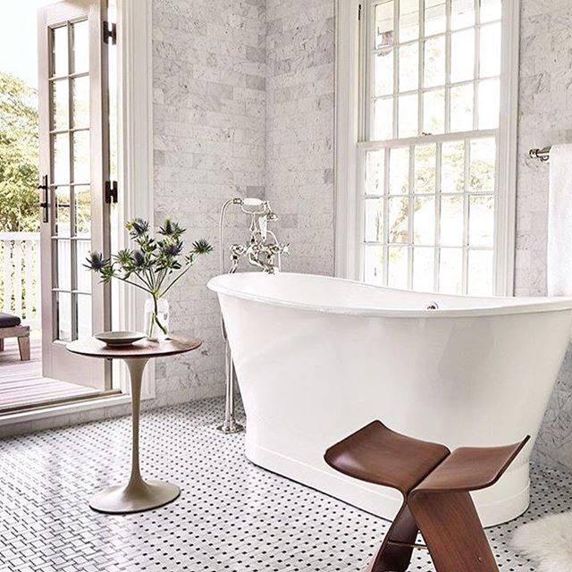 Regram from @beckiowens Can't even handle how awesome this tub is! What are some of your favorite bathroom designs!? #bath#bathroom#interior