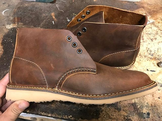 Can anyone spot the customization on this pair of Red Wing Weekender 3322? #moderncobblery #redwing #redwings #redwingboots #redwingheritage #3322 #custom #customizedshoes #sanmarcosca #northsdcounty #northcounty