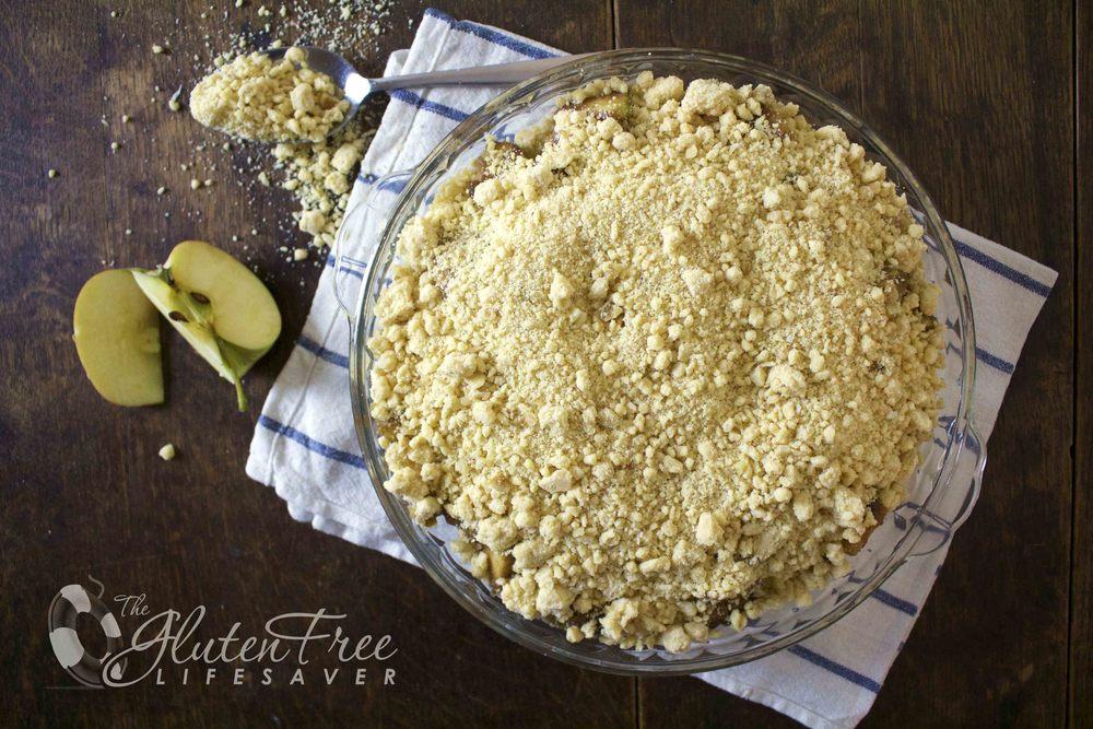 glutenfri eple og blåbær crumble med kokostopping
