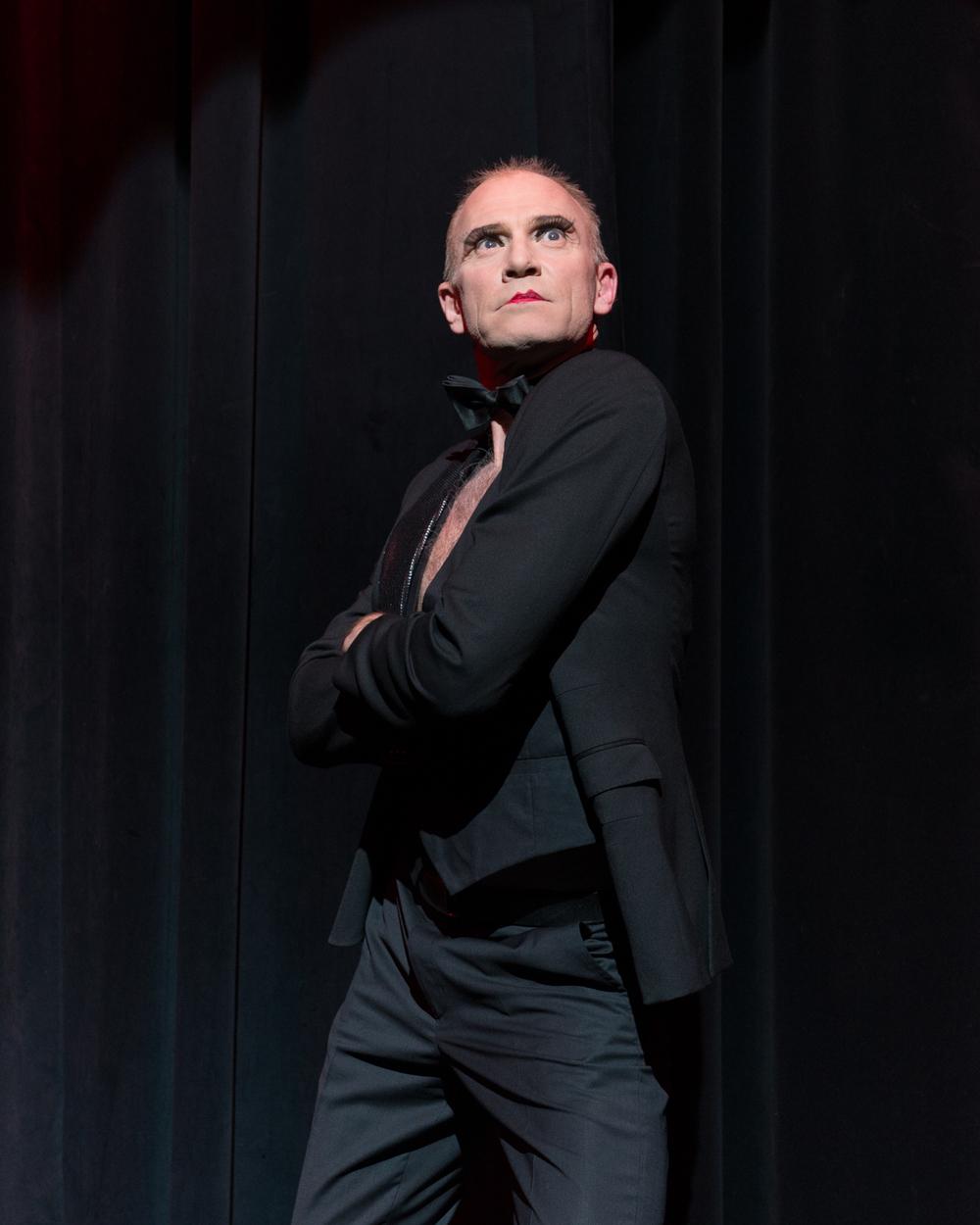"""Scene-aktuell: Christer er for tiden å se i musikalen """"Cabaret"""" på Hadeland Kultursal  Foto: Privat"""