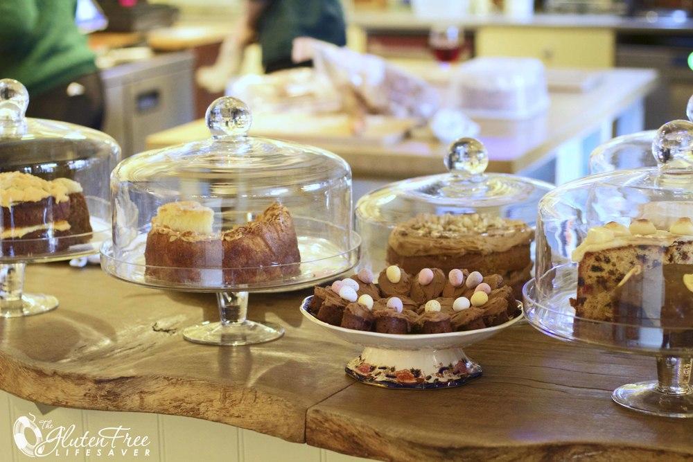 Glutenfri kaker så langt øyet kan se, på Saddlery café!