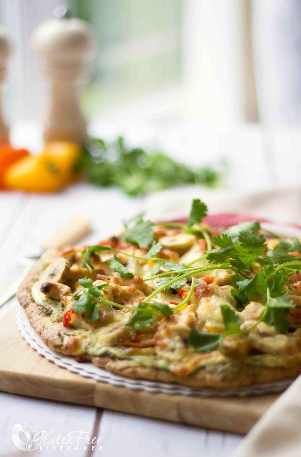 oppskrift på deilig glutenfri thaipizza med kylling og banan