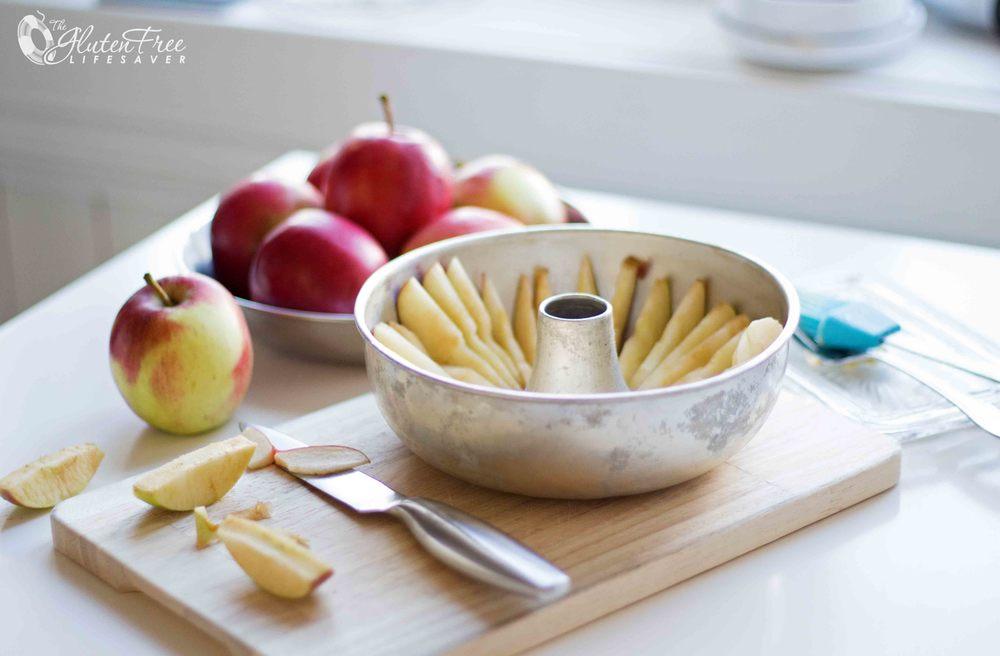 Oppskrift på saftig glutenfri eplekake