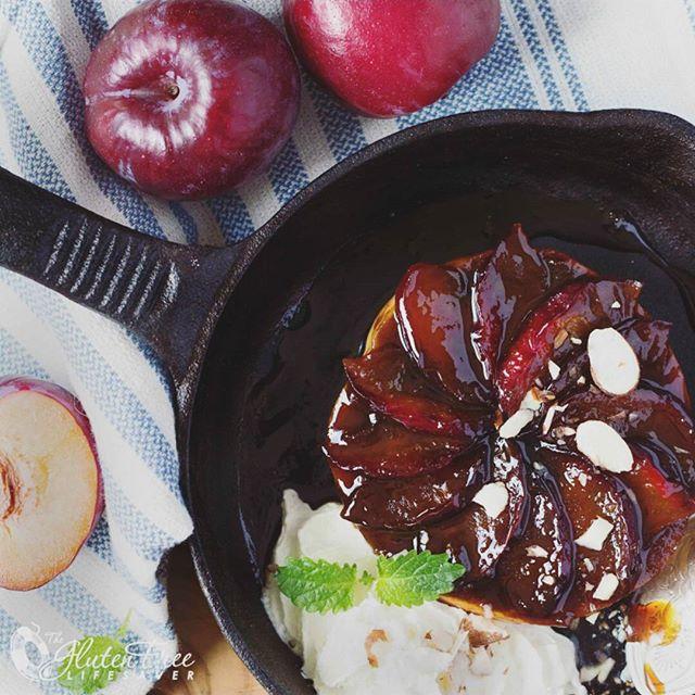 Fancy a gorgeous caramel plum cake in a jiffy? Try this delicious little treat, which is whipped up in no time using @schaerglutenfree burger buns! So clever 😊😊😊😊🍑🍑🍑🍑🍑🍑🍑🍑🍑🍑🍑🍑🍑🍑🍑🍑🍑🍑🍑 》》》》》》》Recipe on blog《《《《《《《《 . Lyst på kake men har dårlig tid? Denne deilige plommekaken med karamell lager du på 1-2-3 av et glutenfritt hamburgerbrød fra @schaerglutenfree! Enklere blir det ikke 😊✌ . 》》》》》》Oppskrift på bloggen 《《《《《《