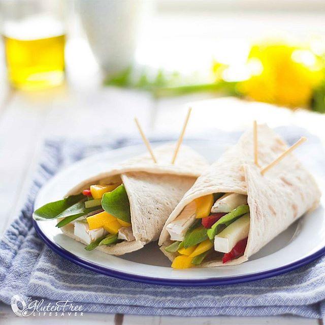Did you know that dandelion is delicious? Eat what grows in your garden! Try this super easy and yummy gluten-free Chevre, Mango and Dandelion Wrap. Tasty toasted or fresh on @schaerglutenfree wraps 😍✌😍✌😍✌😍 .》》》》》》Recipe on blog 《《《 《《《 Visste du and løvetann smaker kjempegodt? Spis fra hagen! Prøv deg på disse yummy wraps'ene med Chevre, Mango og Løvetann. Smaker deilig både friske og varme! 😍✌😍✌😍 .》》》Oppskrift på bloggen 《《《.