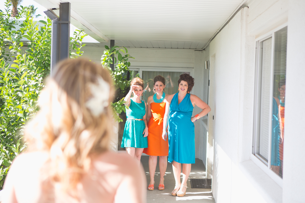 scottsdale-wedding-photographer-el-dorado-bridesmaids-look-on