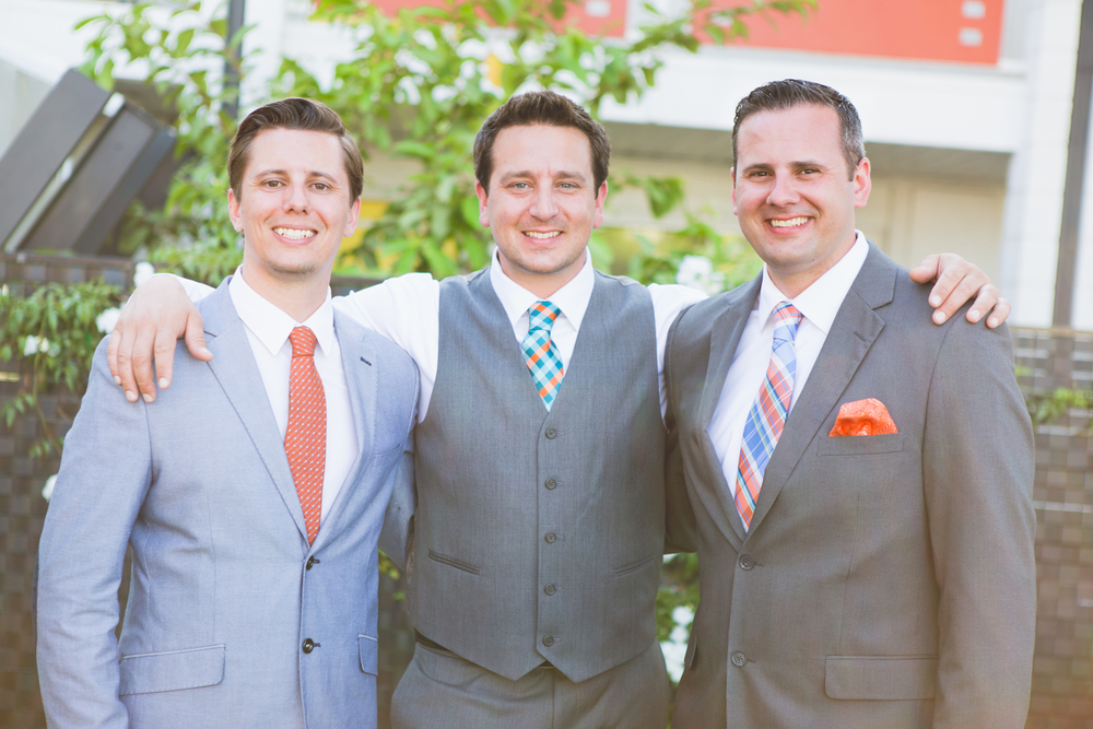 scottsdale-wedding-photographer-el-dorado-groom-brothers-smiling