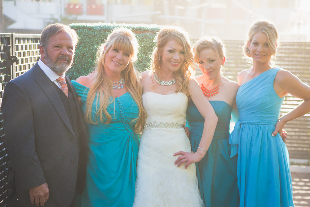scottsdale-wedding-photographer-el-dorado-bride-mom-dad-sisters-family-shot