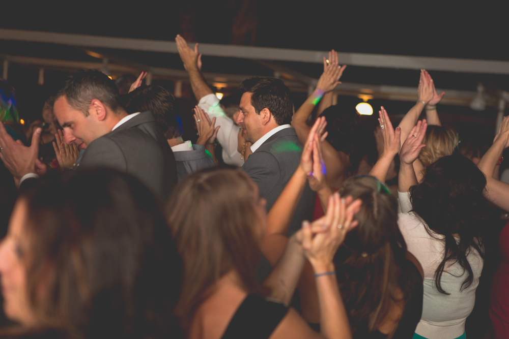 az-wedding-photgrapher-el-dorado-scottsdale-ymca-dance-clapping