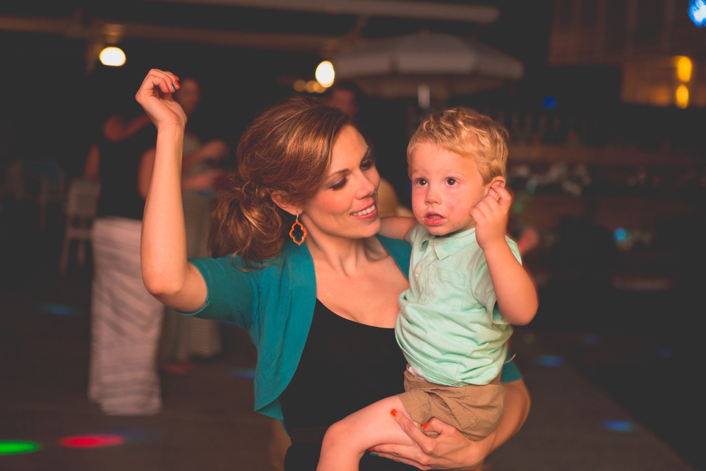 as-wedding-photo-mom-son-ole-dance