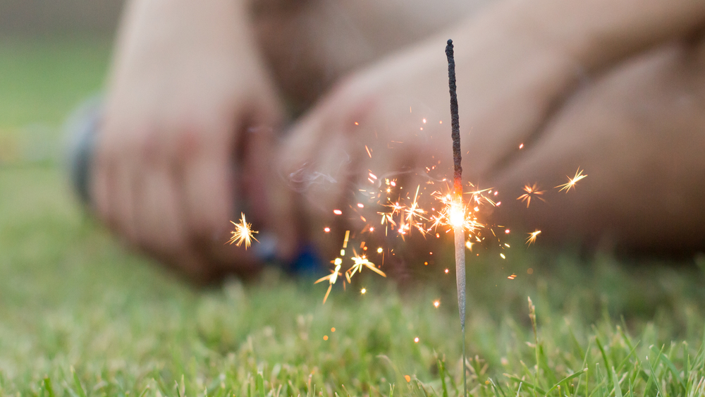 glendale-photographer-aaron-kes-sparkler-close-up