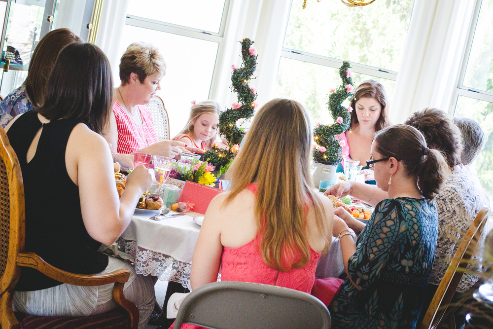 tiff-bridal-shower-at-the-table