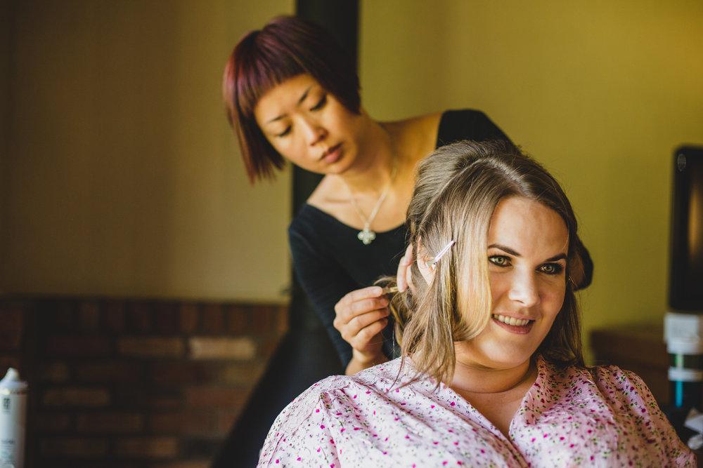 sedona-wedding-photography-bride-getting-ready-hair