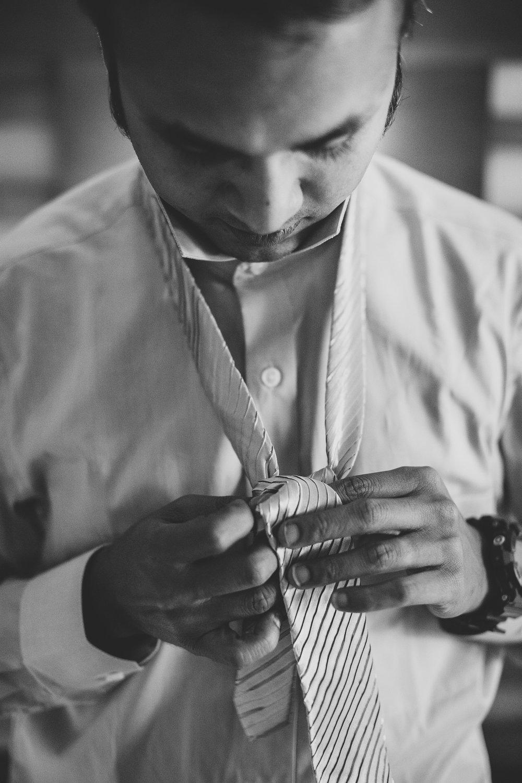 Sedona-Wedding-Photography-Karthik-Tying-Tie