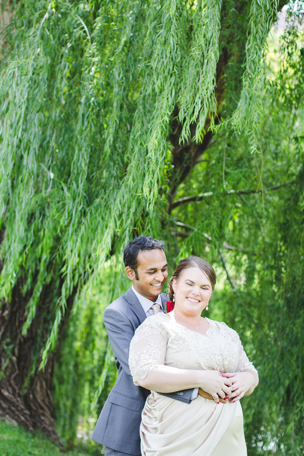 bride-groom-share-laugh-under-weeping-willow-kj