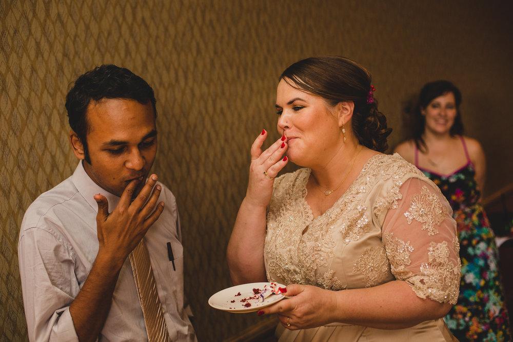 bride-groom-cake-smiling-kj