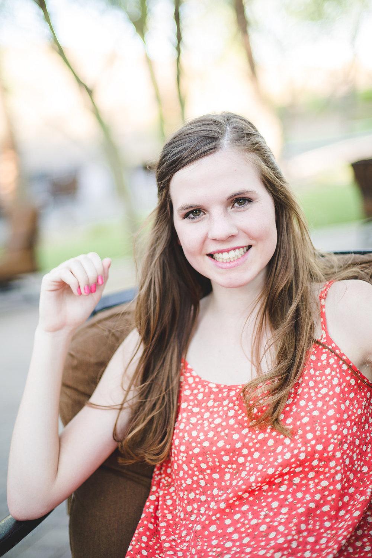 amber-senior-portraits-peoria-ccv-sitting