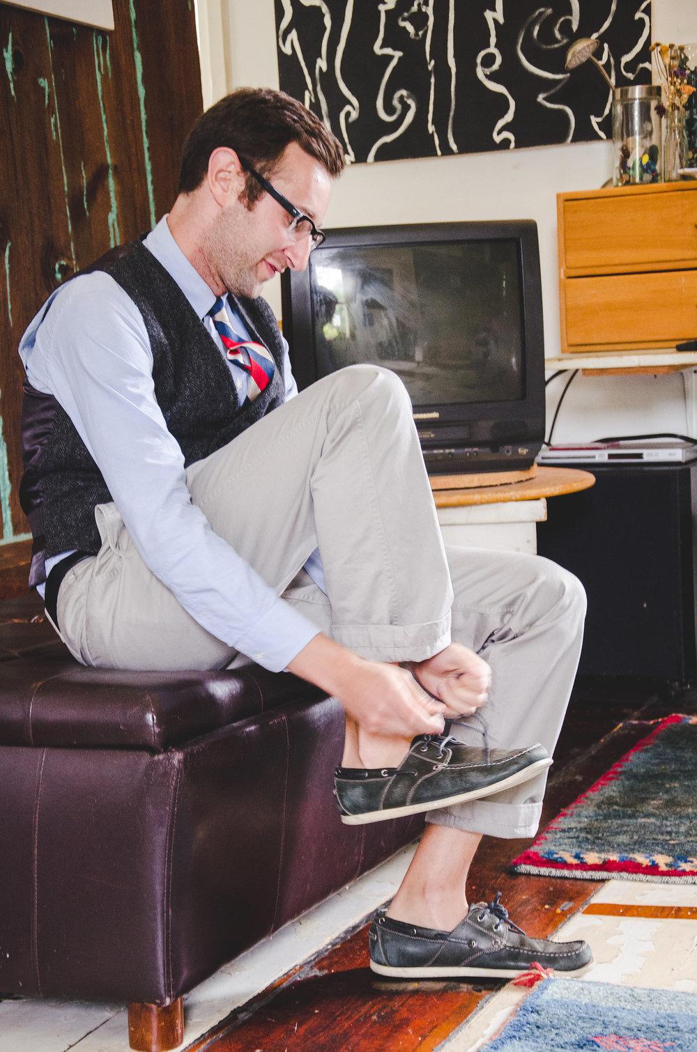 groomsman-getting-ready-roy