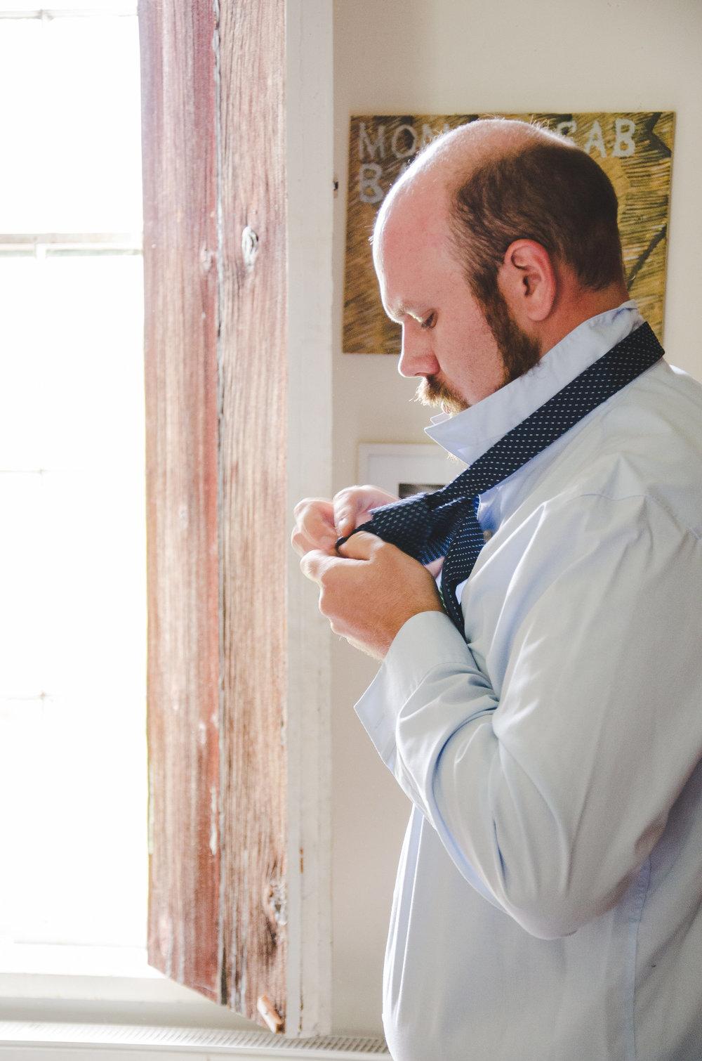 groom-putting-on-tie-roy