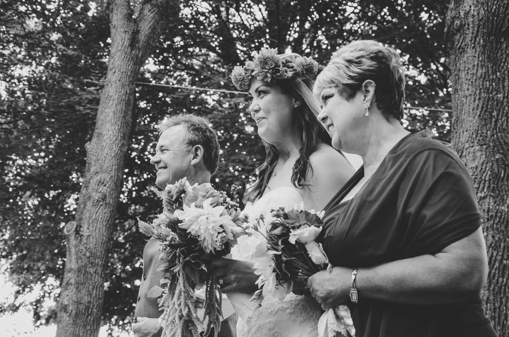 bride-mother-father-bw-taughannock-state-park