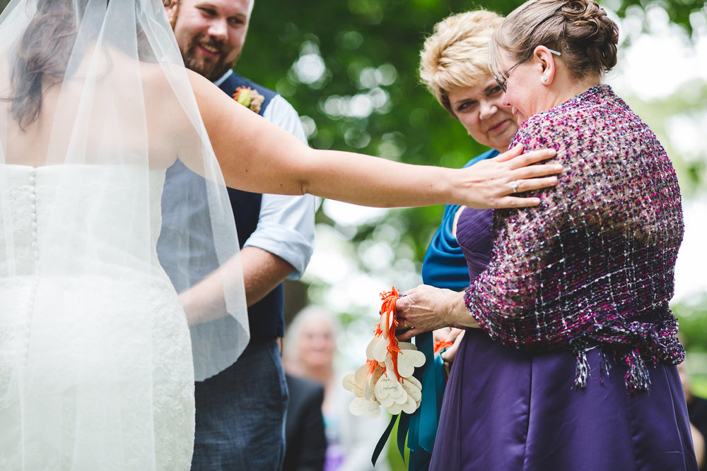 sweet-mother-of-the-groom-teary