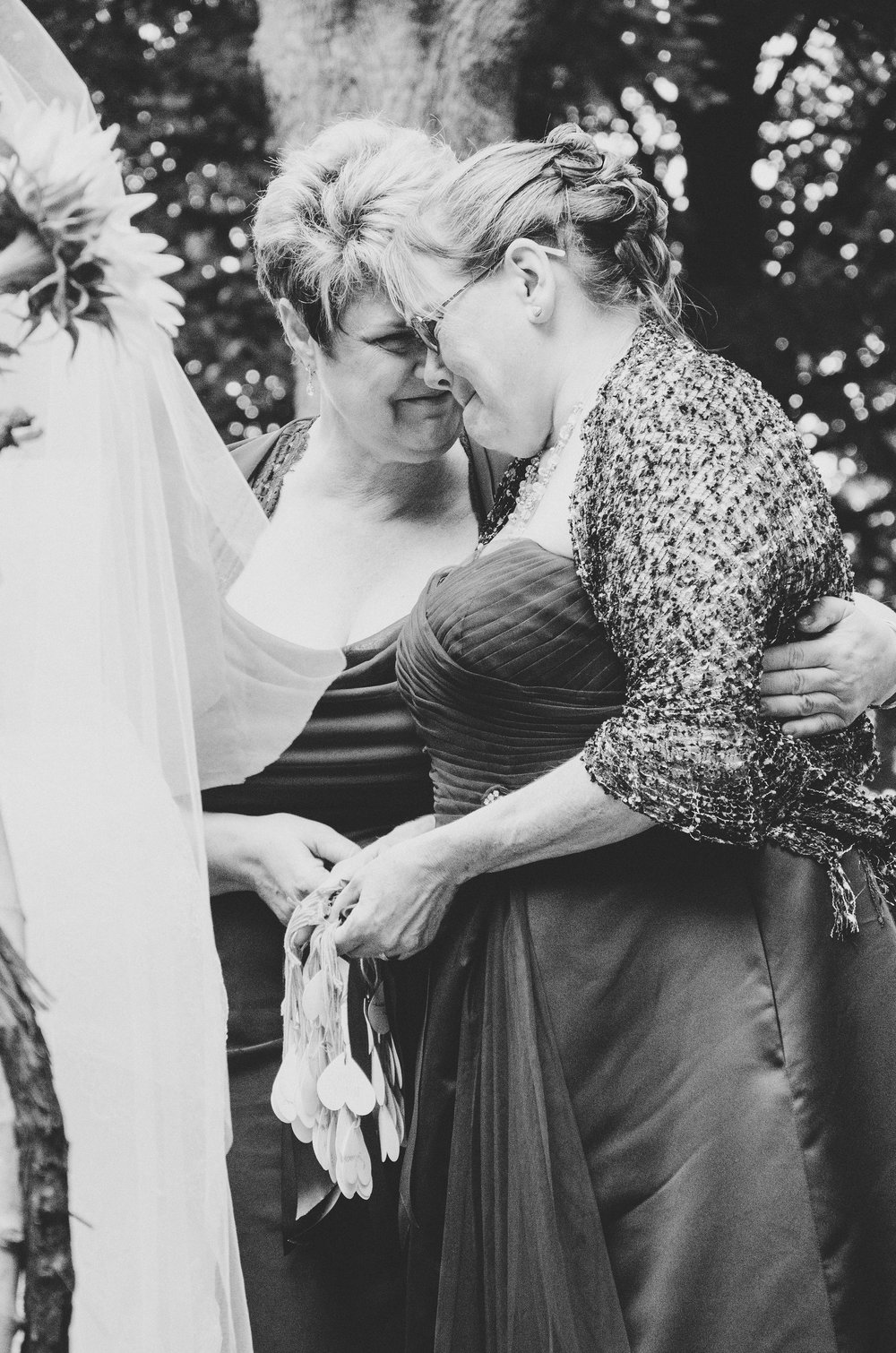 bw-mothers-of-bride-groom-embracing-tears
