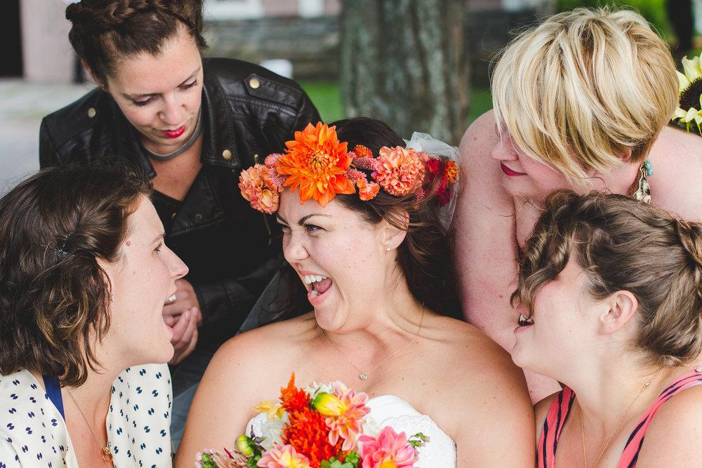 bride-ladies-laughing-tr