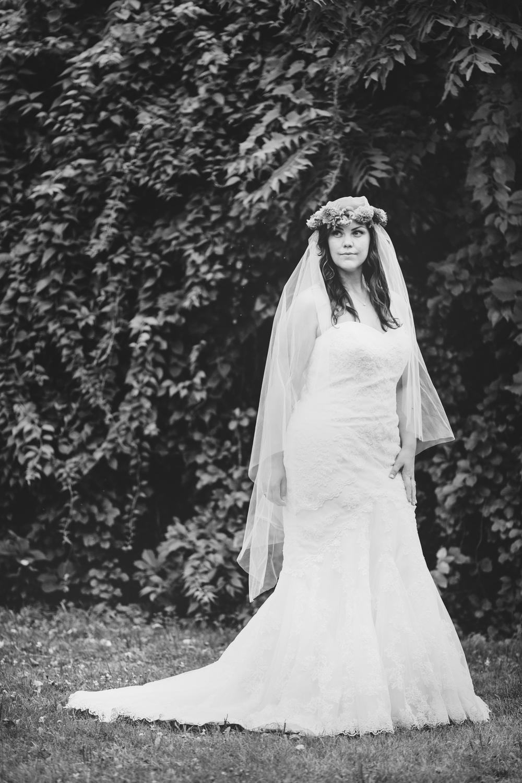 bridal-portrait-wedding-dress-black-white-tiff