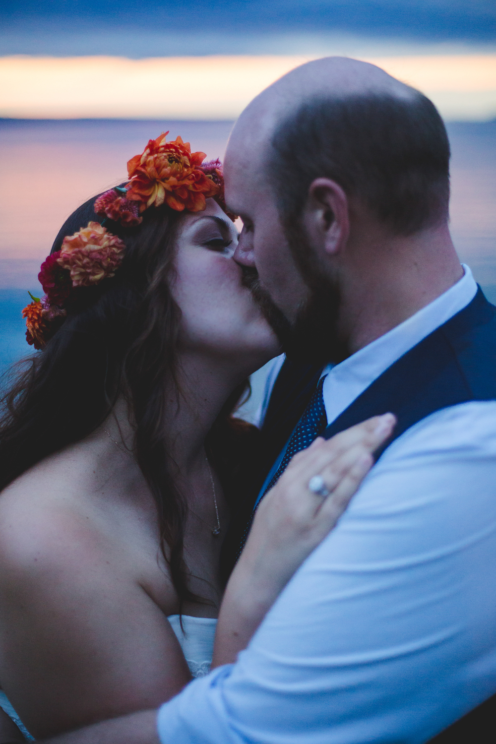 bride-and-groom-gorgeous-wedding-natural-light-sunset