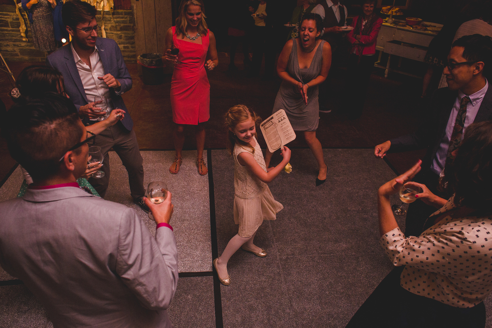 adorable-pic-flower-girl-dancing-tr