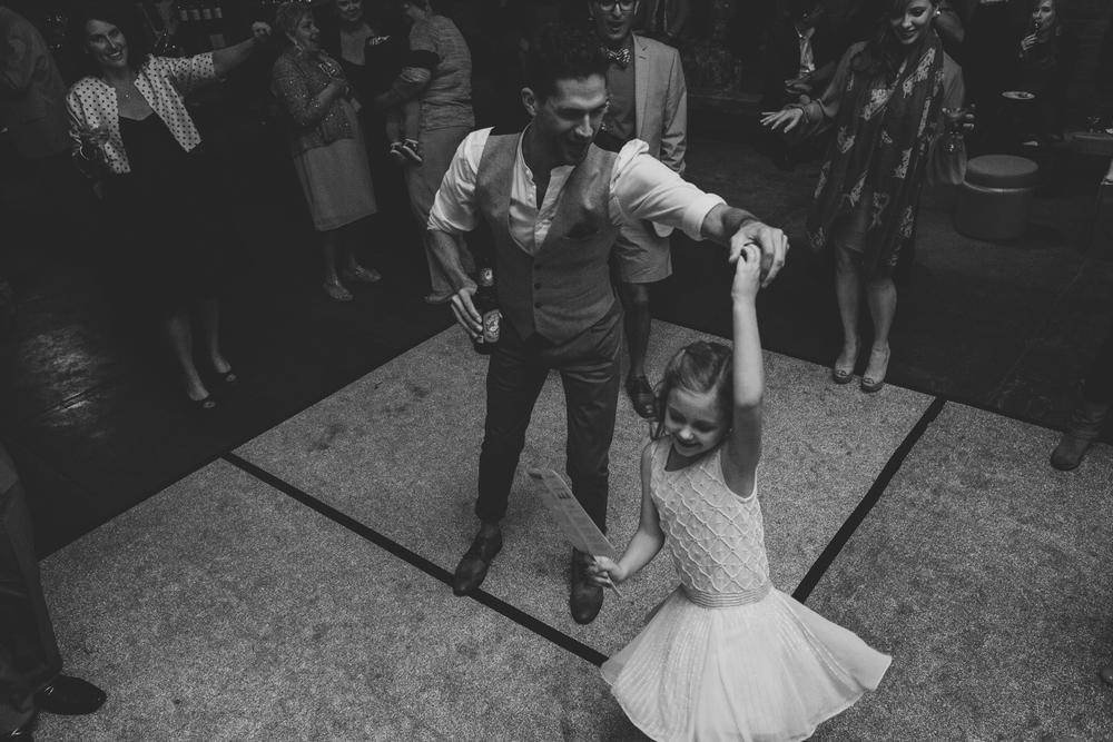 flower-girl-and-wedding-guest-dance-floor-tr