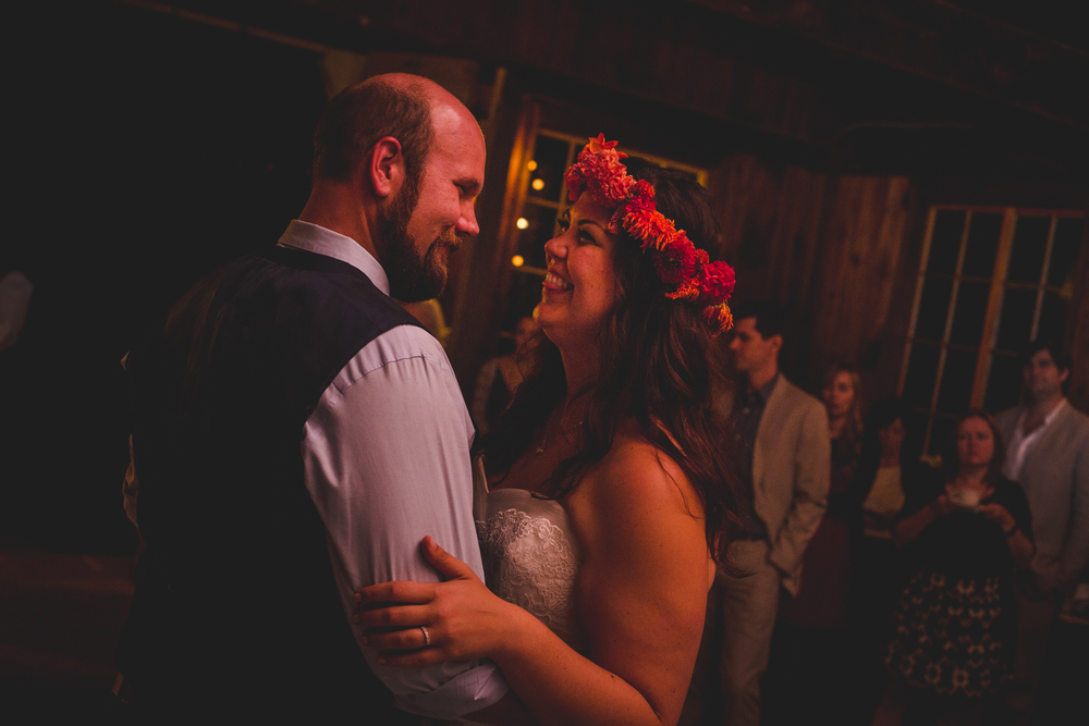 bride-and-groom-first-dance-td
