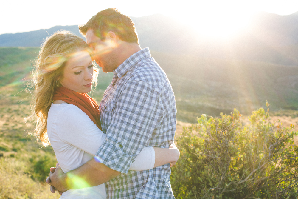 romantic-dramatic-lens-flare-engagement-photos-phoenix-ba