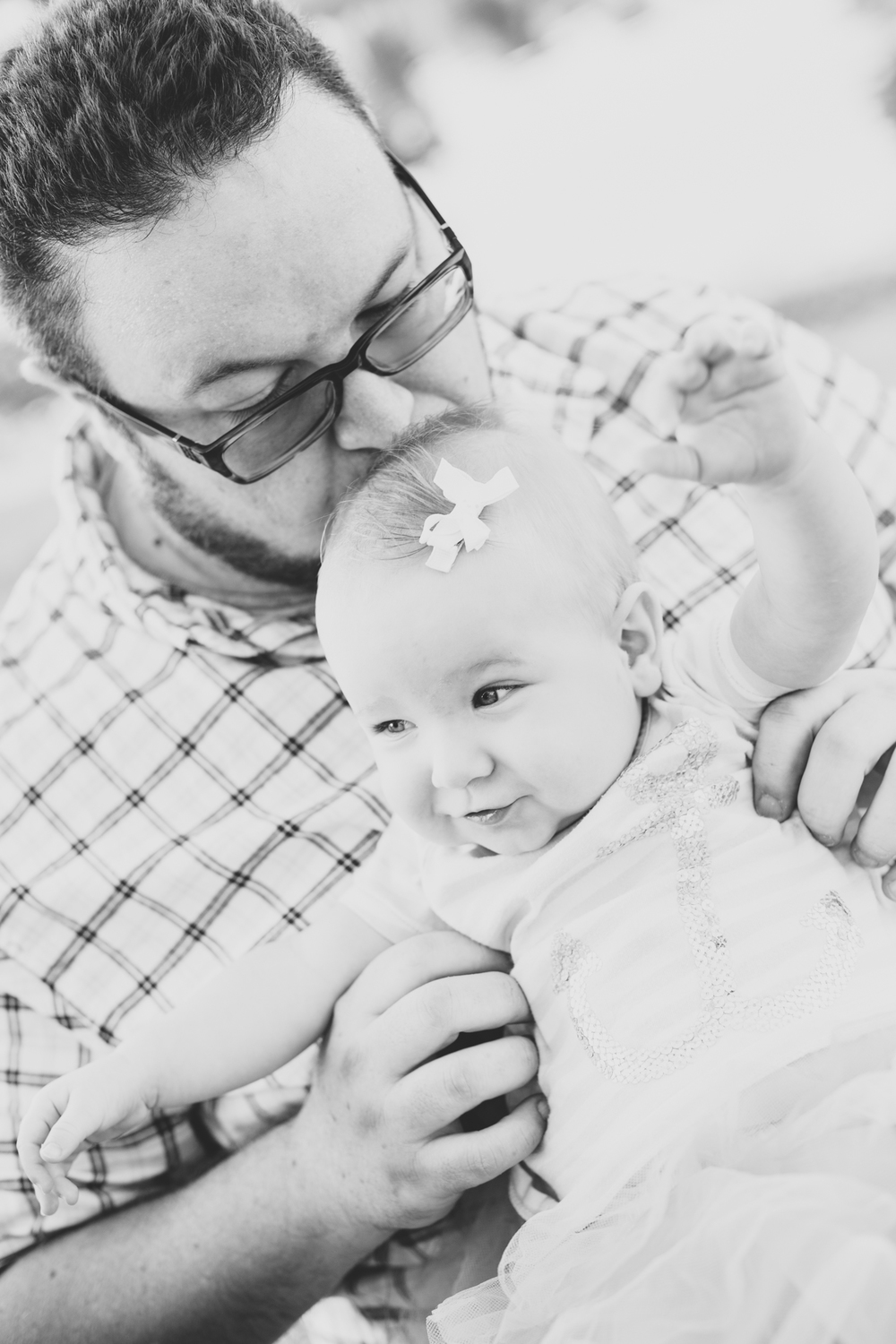 amelia and dad being adorable scottsdale az family bw photo