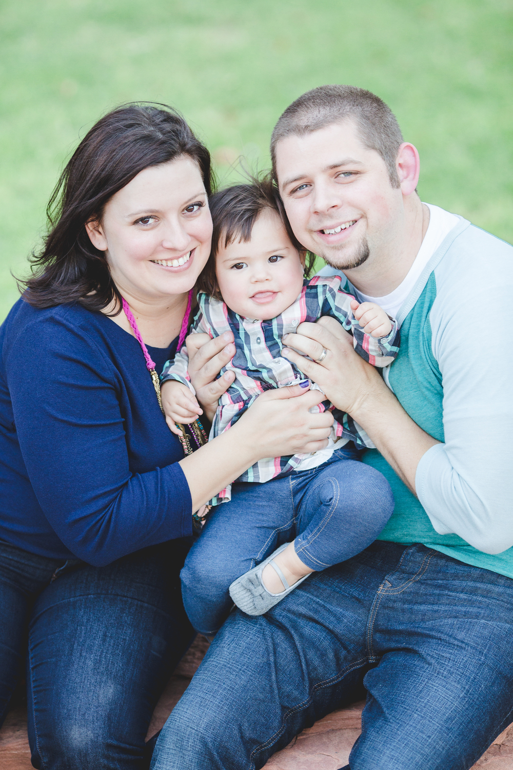 mark and erin broeske with mae phoenix family photographer