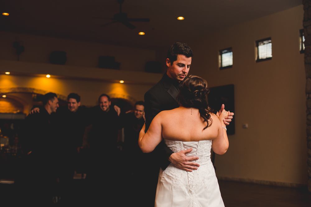 phoenix wedding photographer bride and groom first dance mj