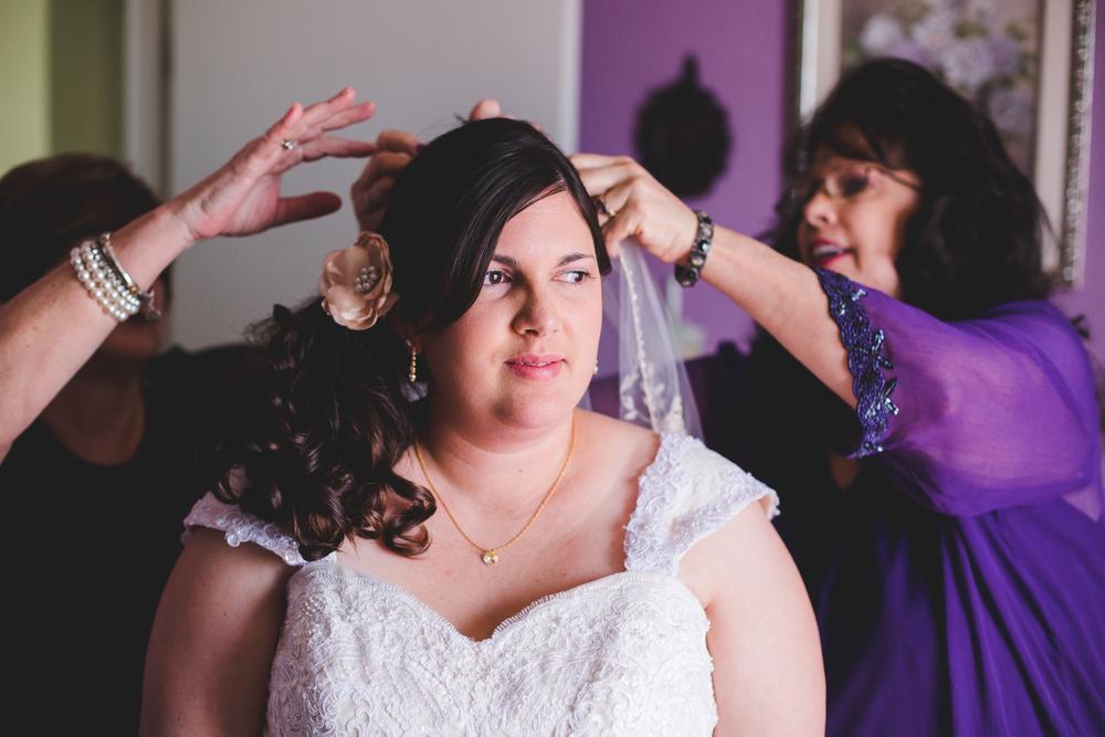 bride putting on veil sd