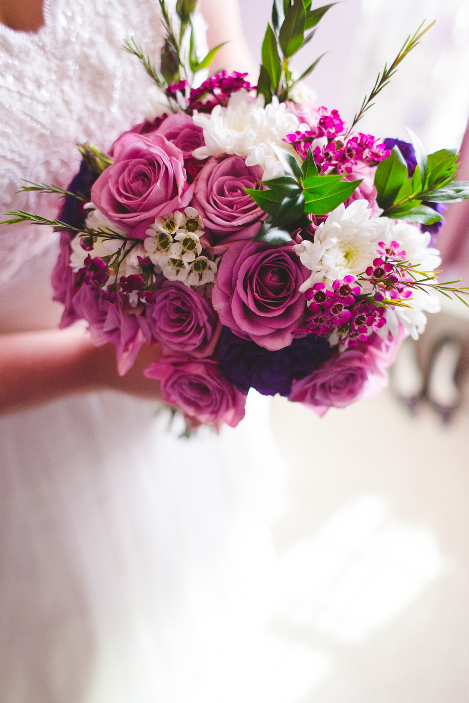 bride holding bouquet sd