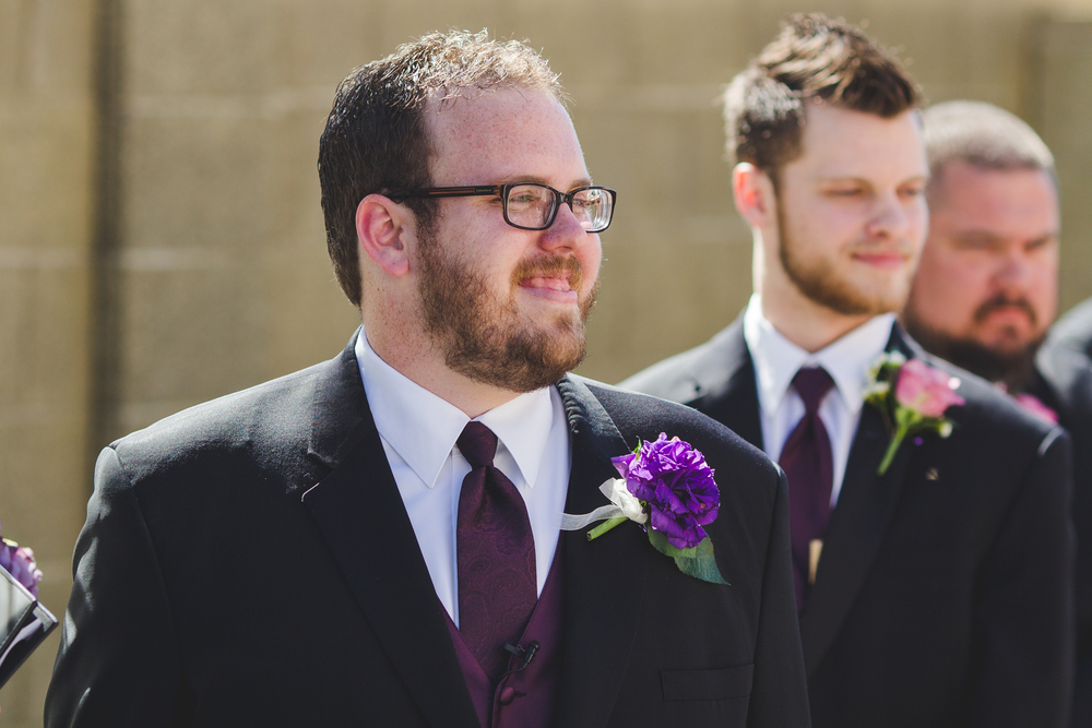 groom facial reaction sees bride for the first time sd