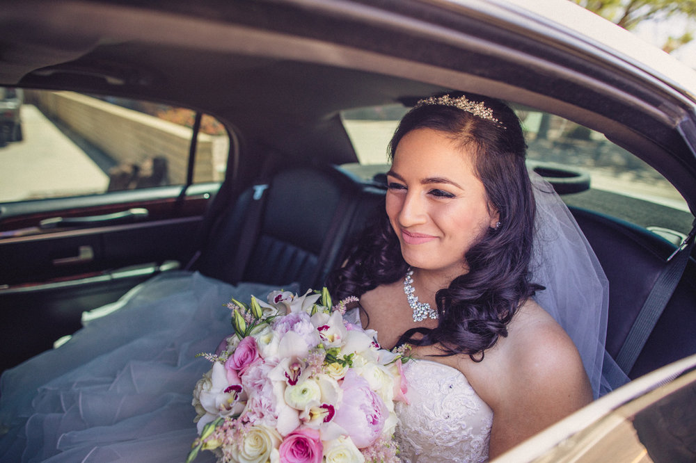bride-smiling-aaron-kes-photography