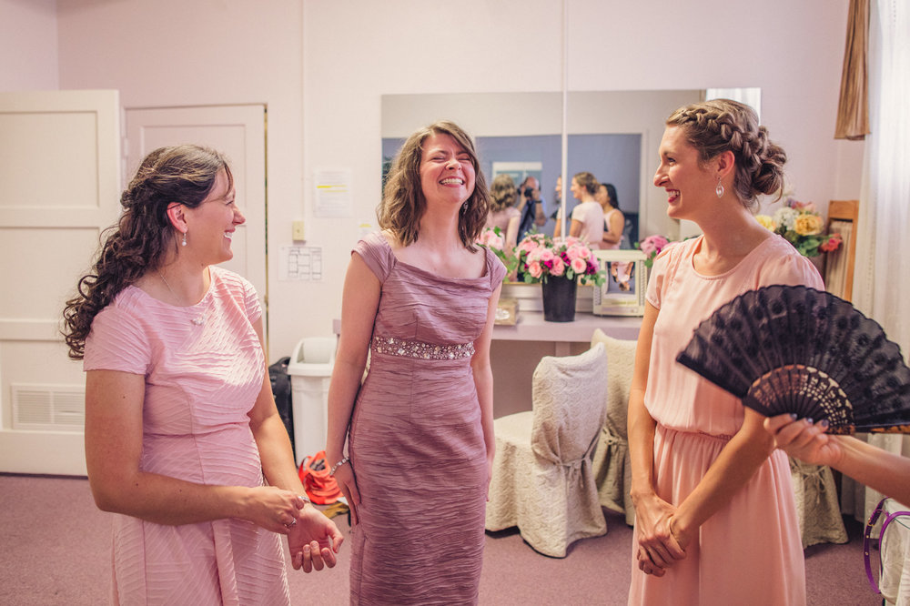 happy-laughing-bridesmaids