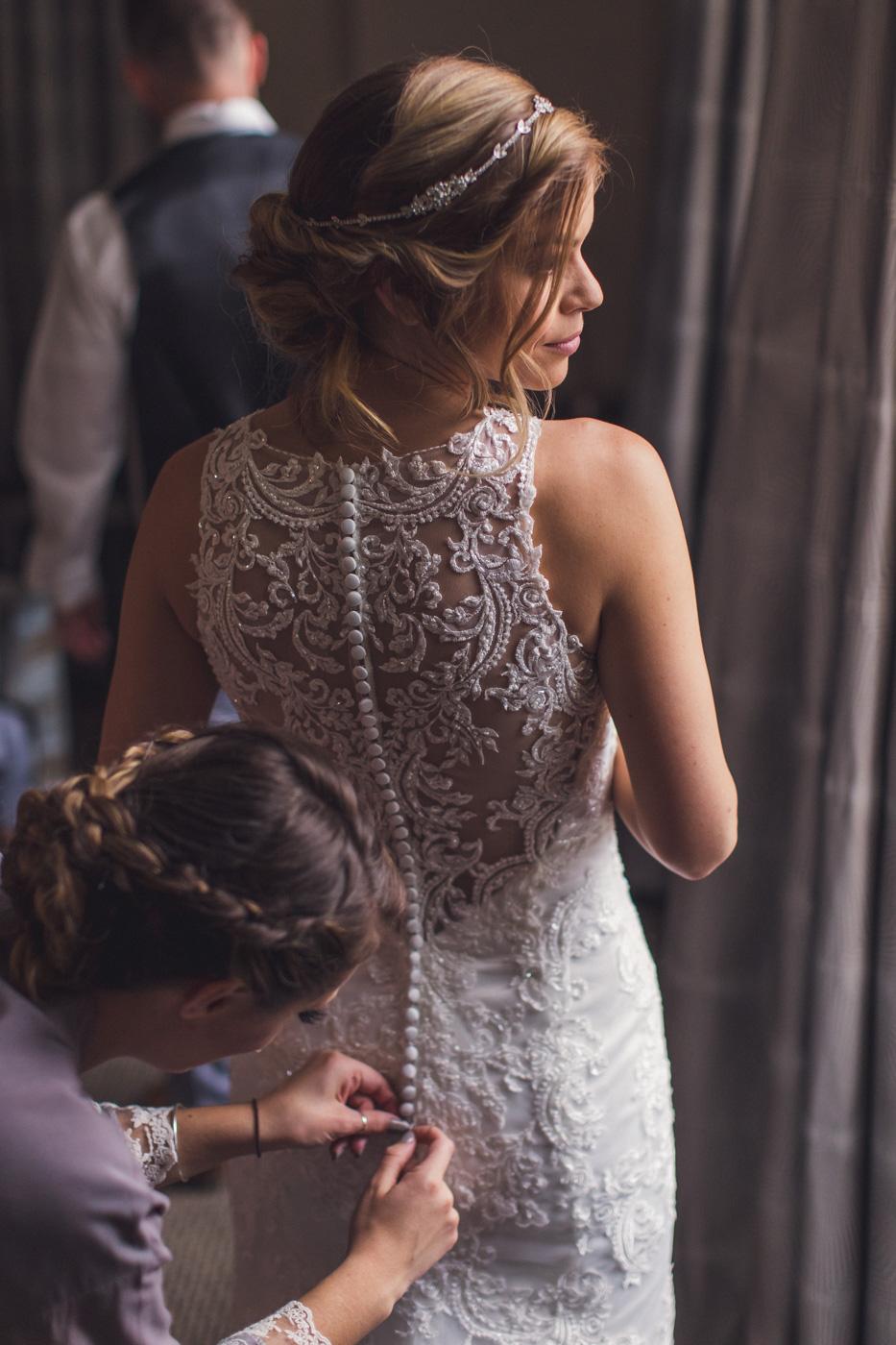 beautiful-back-of-wedding-dress
