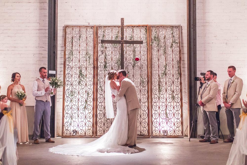 first-kiss-croft-downtown-wedding-phoenix