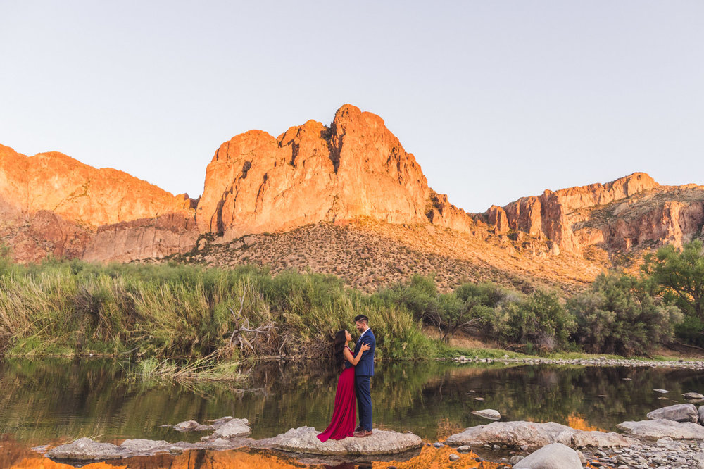 salt-river-engagement-session-in-water
