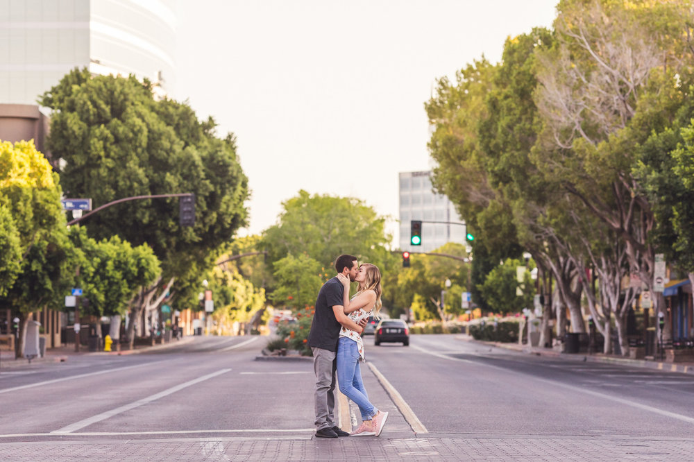 mill-avenue-engagement-session